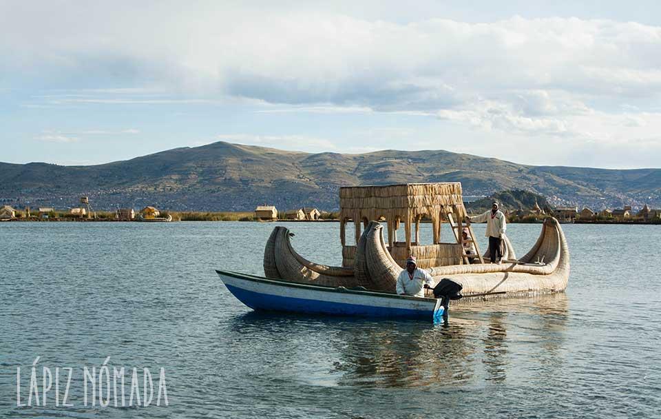 Islas flotantes: un día en la «cultura» de los Uros