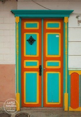 salento-lápiz-nómada-puerta-naranja