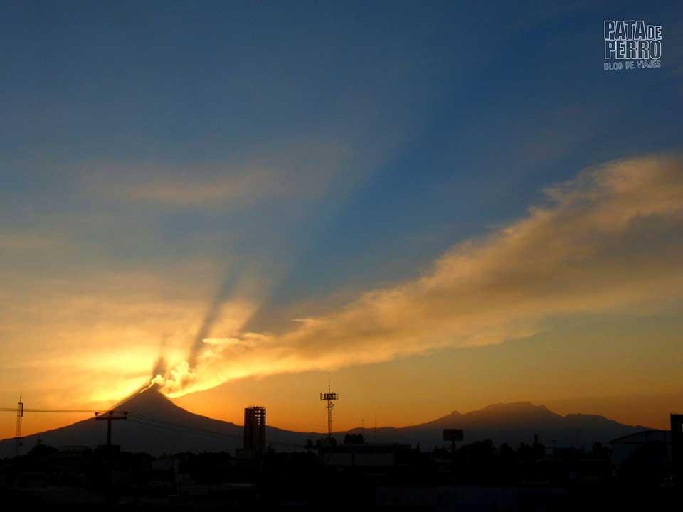 Los volcanes amantes de Puebla | Textos de azotea